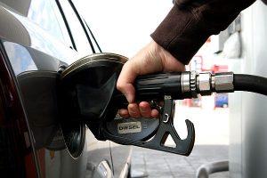 Цена бензина в Молдове перевалила за отметку 18 леев за литр