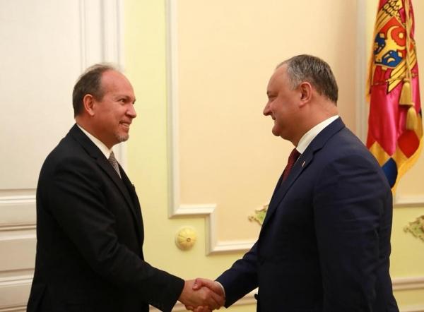 Невыездной вРумынию Додон ожидает румынского президента вКишиневе